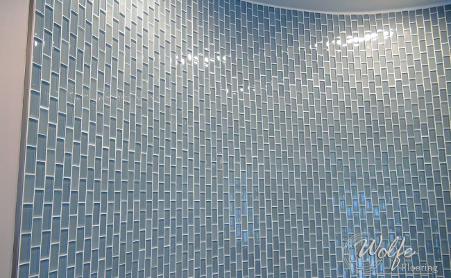 04 Waiting Room – Linear Mosaic Glass on a Curved Wall