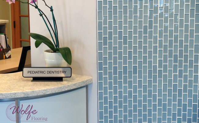 05 Waiting Room – Linear Mosaic Glass on a Curved Wall